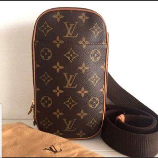 🚚 Louis Vuitton LV Waist Sling Bag Pouch