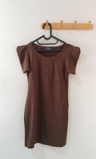 #ramadansale dress coklat tua dgn desain pundak agk lancip