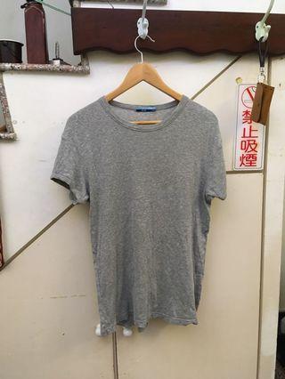 灰T shirt