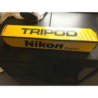 二手很新 Nikon 原廠三腳架 + 手機架