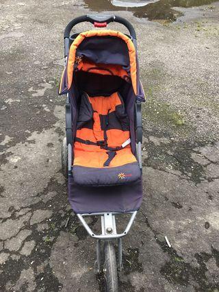 嬰兒三輪推車