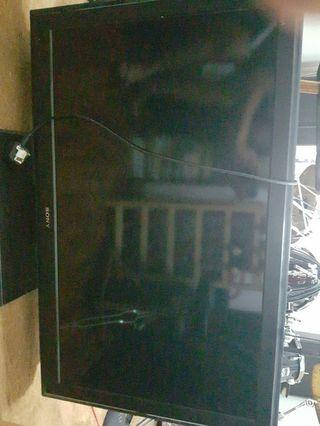 """🚚 SonyKLV-40S550A 40"""" 1080p Multi-System LCD TV"""