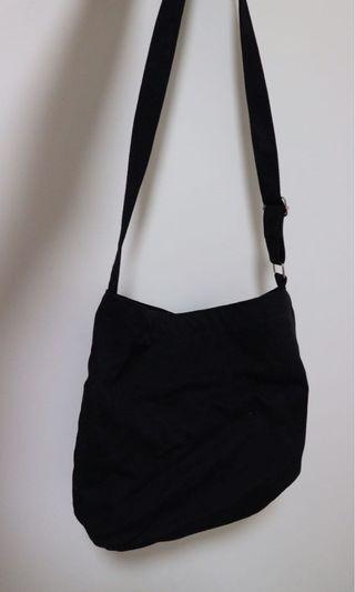 黑色斜背包