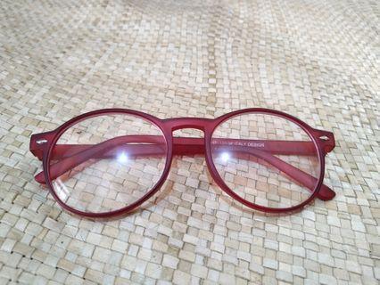 Kacamata Merah Marun