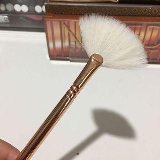Zoeva Rose Gold Fan Brush