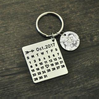 Personalized Calendar Keychain, Anniversary Keychain,Engraved Photo Calendar Keychain,Wedding Favors, Photo Keychain
