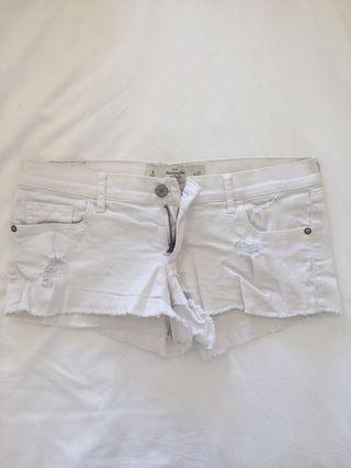 Abercrombie & Fitch White Shorts Size 4/W27