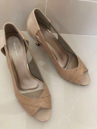 Beige cream heels