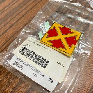 Off white arrow Pin red