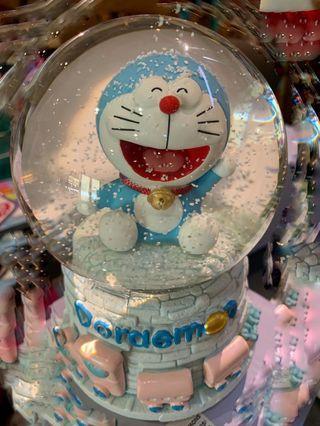 🚚 Doraemon Snow Globe