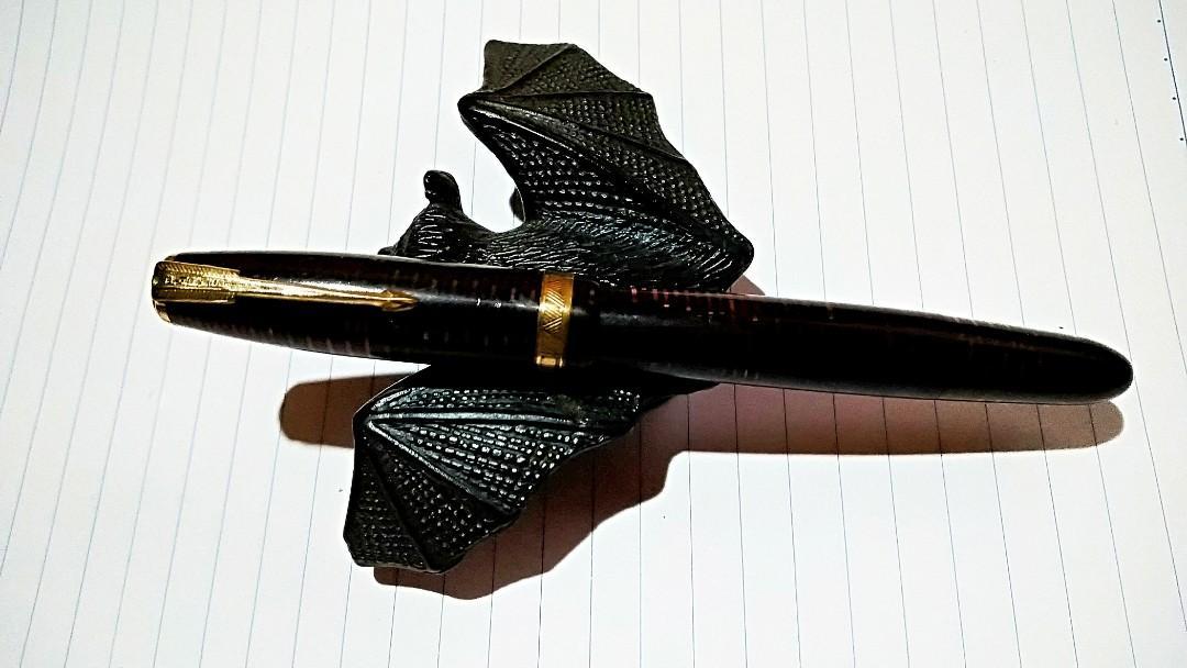 """非常罕有古董级收藏品1930-1934年USA PERKEL VACUMATIC 白鑽頭賽璐璐 深琥珀色墨水筆"""" 真空抽墨水設計,父之收藏品,保存十分完美罕有。"""
