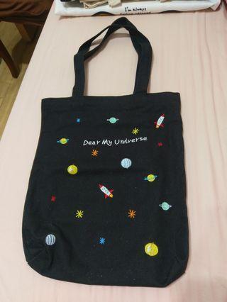 🚚 小宇宙刺繡帆布袋 帆布肩背包