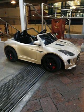 🚚 Kids Jaguar F-Type with remote control