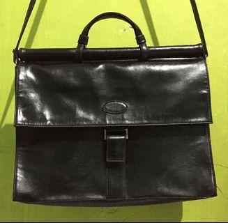 Sophie Martin Leather Sling bag