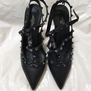 🚚 VALENTINO 39號黑色跟鞋