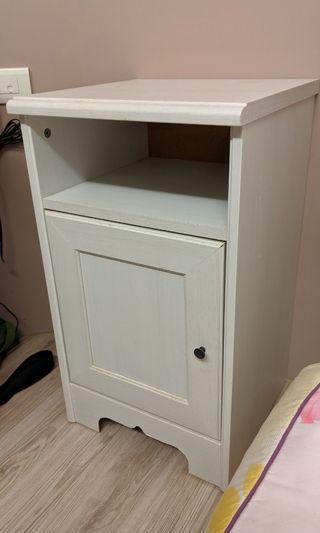 Ikea 床頭櫃