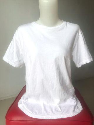 Kaos putih / baju putih