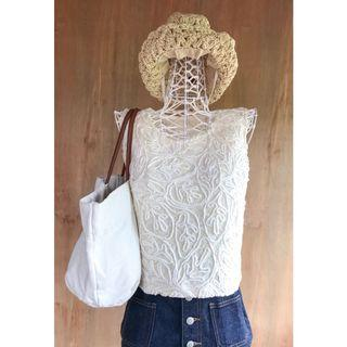 Vintage Embroidery Pattern Sleeveless White Top