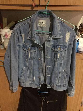 🚚 刷破 牛仔外套 短版 買太小 m號 覺得短 便宜賣 只穿過一次