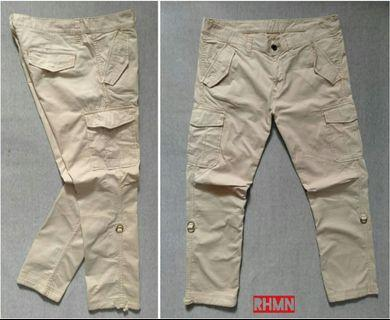 UNIQLO CARGO 32-31 LIKE NEW 99%