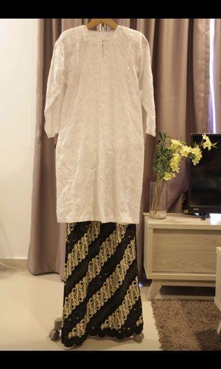 Baju kurung putih - kain batik