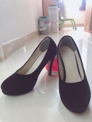 2手高跟鞋