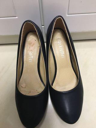 92%new black leather shoes