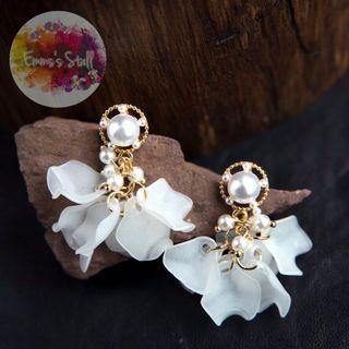 名媛珍珠花瓣耳環