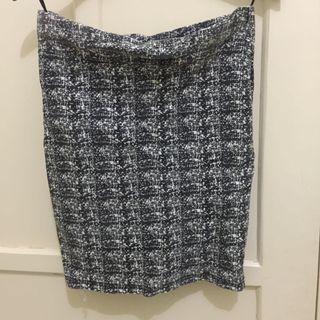 Black skirts span