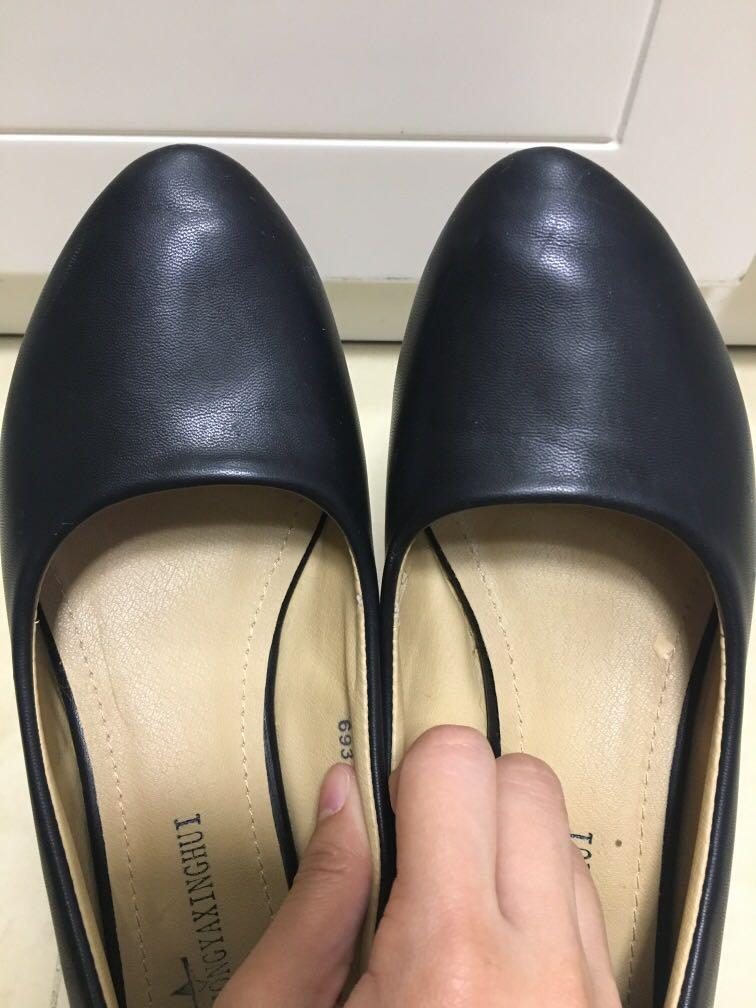 95%new black leather shoes