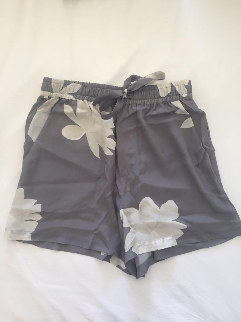 Assembly Label Weekend Shorts Peony Print Size 6 BRAND NEW