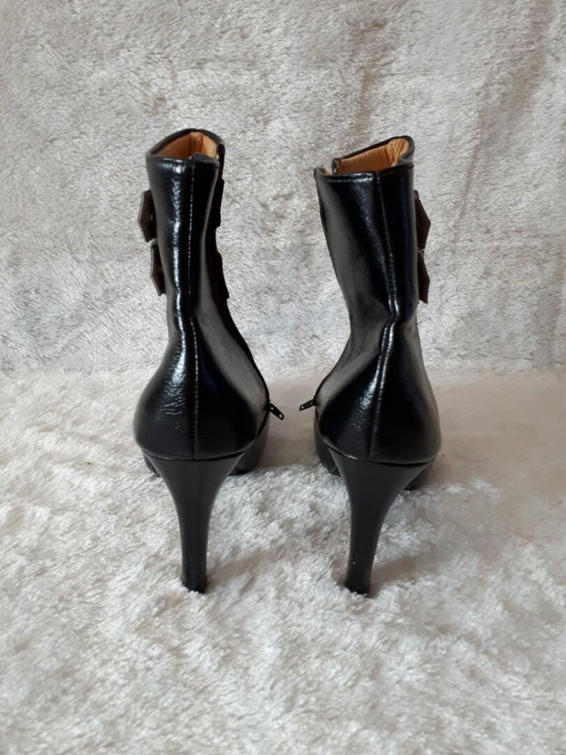 Reprice - Black boots