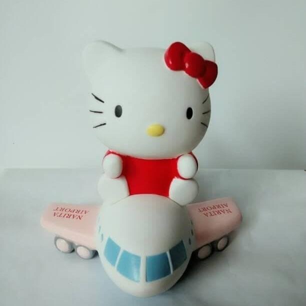 Celengan pesawat hello Kitty