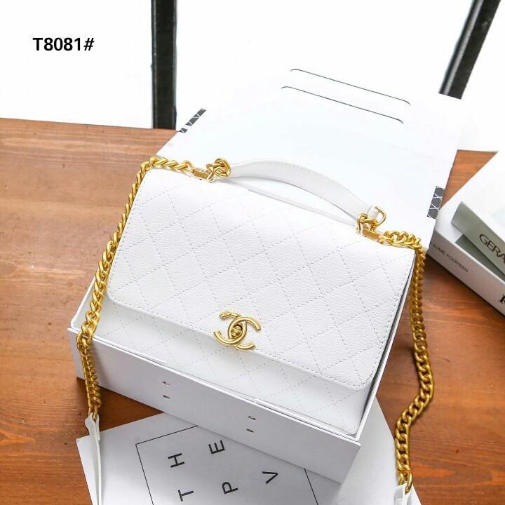 Chanel Flap Bag Kode T8081#  H 750rb  Bahan kulit (grained calfskin) Dalaman kain tebal Kwalitas High Premium AAA Tas uk 24x7x17cm Berat dengan box 1,2kg  Warna : -Babypink -White Include Box Chanel Small  Harga  @750rb