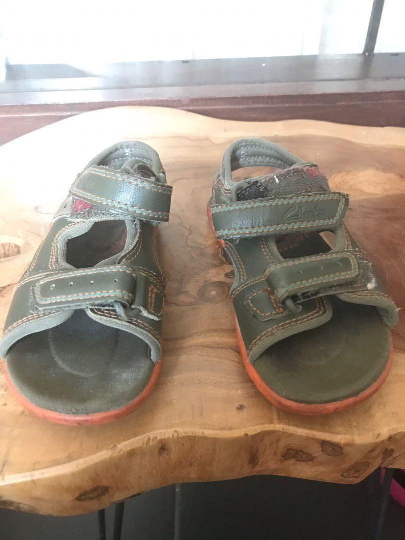 Clarks-Sepatu Sandal