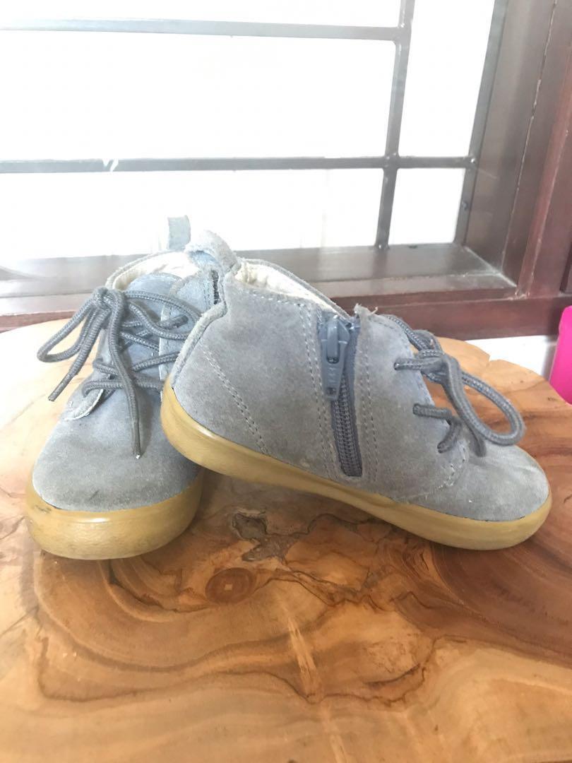 GAP- suede grey shoes