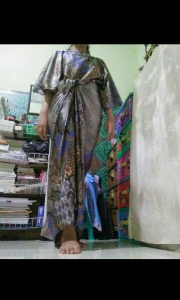 Kaftan Ikat Harumi Batik Pola Grey