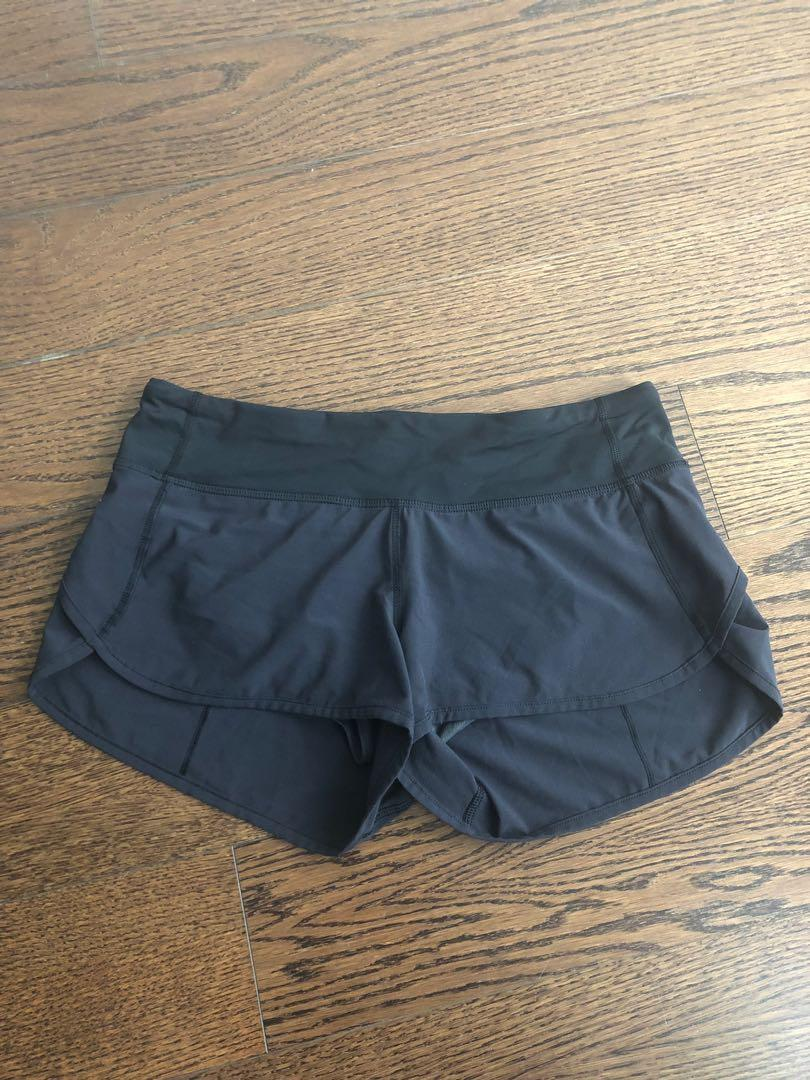 Women's Lululemon Black shorts - size 4 - Brand new conditiom