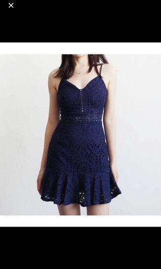 🚚 藍色v領洞洞微鏤空性感小洋裝M號