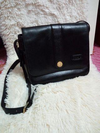 Vintage sorelle leather sling bag