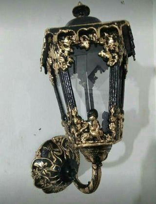 Lampu dinding antieq