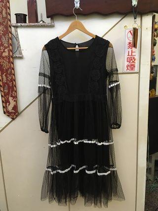 黑蕾絲繡花透膚洋裝