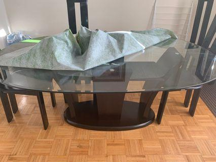 Tampered glass in oblong shape dinning table
