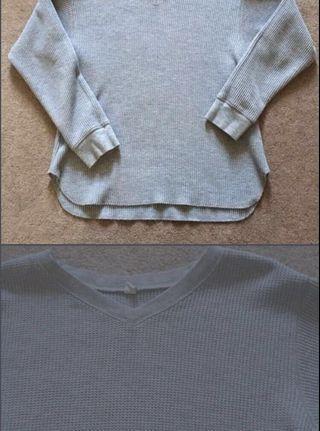 Uniqlo v neck waffle grey long sleeve top