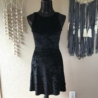 H&M black velvet dress