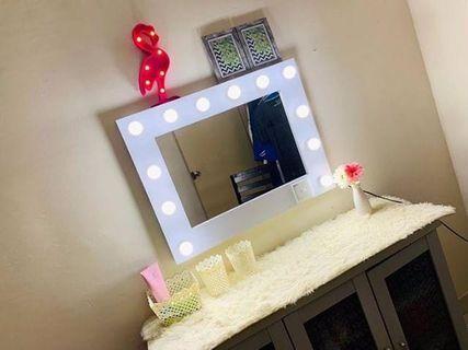 🚚 Vanity mirror with lights