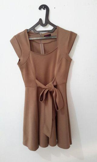 Dress warna mocca