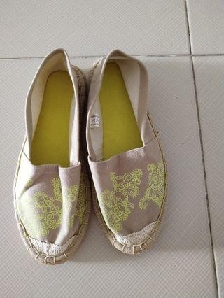 Linen shoes