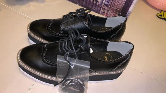 Heathers 英倫風格鞋