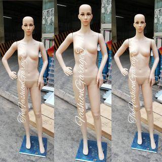 FULLBODY SKINTONE FEMALE MANNEQUIN